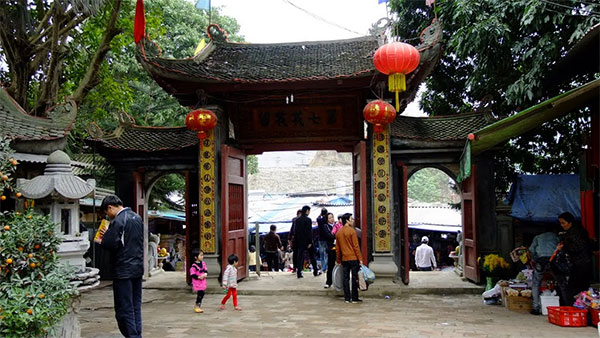 Văn khấn bài cúng tại đền ông Hoàng Bảy