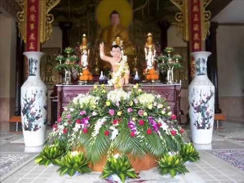 Cách cắm hoa chưng bàn thờ