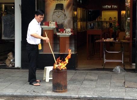 Cách đốt phong lông xả xui như thế nào