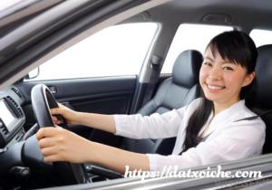 Mơ thấy ngồi trên xe ô tô đánh con gì?